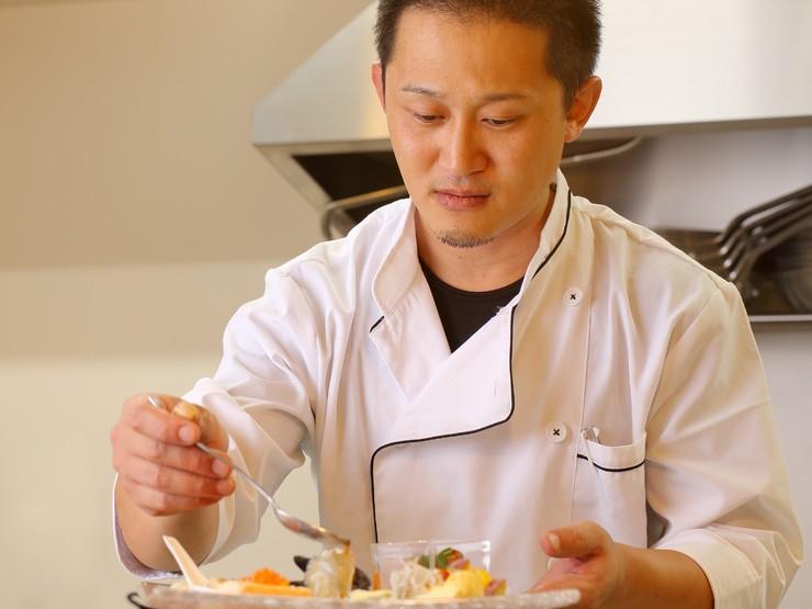 お客さまの食事のペースに合わせてタイミングよく料理を提供