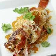 日本の海で獲れた新鮮な「赤はた」「真鯛」や高級魚「のどぐろ」などを広東料理スタイルでご用意する蒸し魚です。日本の海鮮だから味わえる美味をお楽しみください。