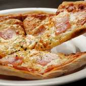 ワインのおつまみはやっぱりチーズものがおすすめ! 『男爵イモとベーコンとマヨネーズのピザ』