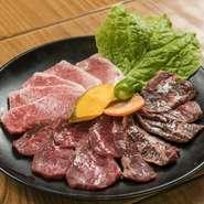 「上カルビ」・「上ハラミ」・「上ロース」が揃った贅沢なメニュー。三者三様の味わいが食欲をそそる盛り合わせです。