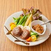 野菜もお肉も食べたい方に『本日のかぶりつき野菜 肉味噌で』