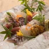 長浜の市場から直送した新鮮な海の幸をシンプルにいただく『向付 鮮魚盛り』