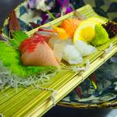 新鮮で旬な魚を、甘みのある刺身醤油でいただく『お刺身5点盛』