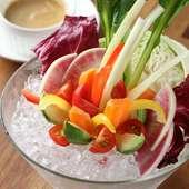 彩り豊かなフレッシュ野菜をたっぷり堪能! 『農園直送バーニャカウダ』