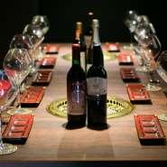 赤身のお肉には、赤ワインがよく合います。酒屋さんと念入りに打ち合わせした厳選された山形産ワインが豊富にラインナップ。予約をすればサーロイン、ヒレ、リブロースの熟成肉も堪能できます。