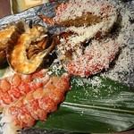 ぷりっぷりのオマール海老を2種類のソースで…