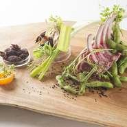 日本の食材やテロワールに対しては強いこだわりを持っていますが、フレンチの定番である仔羊もお気に入りの食材です。和の野菜と合わせたり、スパイスを使うなどして、驚きのひと皿を考えます。