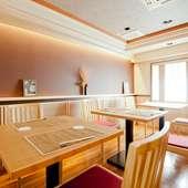 会社の集まりや女子会にも、テーブル席がおすすめ