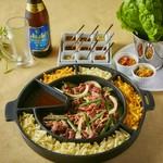 手巻焼肉やピリ辛プルコギや韓国風焼き飯ポックンパなど7品付♪3時間の飲み放題付きとなっております♪