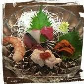 市場で直接仕入れた旬の新鮮な魚を盛り込んだ『お造り5種盛』