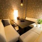 14ある個室は全室ソファーが置かれ、人目を気にせず寛げる空間