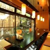 接待やビジネスシーンに最適な、中庭の見える個室
