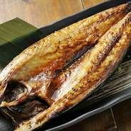 日本でも十指に入る干物製造会社と言われている「伴助」の干物。そ中でも自慢の一品がさばの開きです。脂ノリが良く、ジューシーで食べ応えがあります。思う存分堪能を。
