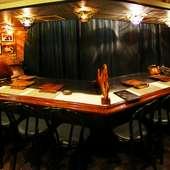 目の前の大型鉄板カウンターで焼きたて和牛ステーキを!!