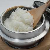 炊き立てつやつや、スンドゥブと一緒に食べたい「石釜ご飯」