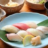 ・小鉢三品・寿司七貫・赤だし