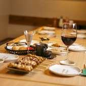 豊富な料理とお酒を、プライベート感あふれる個室で堪能