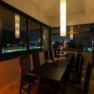 「アラハビーチ」と夜景を眺む開放感のある個室はビジネスシーンでも活躍します。「チャンプルー」や「テビチ」など、沖縄ならではの料理と泡盛を酌み交わし、打ち解けた会話ができそう。ゲストも満足してくれます。