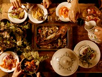 季節の食材を豊富に使った、取り分けスタイルのコース料理になります。