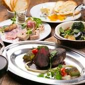 バラエティに富んだ肉料理を囲んで、肉好きのための宴