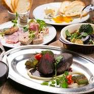 ステーキやハンバーグといったメイン料理はもちろん、前菜にも肉を使った料理が揃う【Condor】。肉料理のみで構成された『肉食コース』もあり、肉好きの集いにぴったりです。