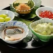 旬を感じさせる「銀杏」「いくらの粕漬け」「秋刀魚」に、だだ茶豆、じゃこを炒めた小鉢。