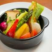 野菜本来の旨みがギュッと詰まった『産地直送野菜の釜蒸し焼き』