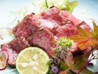 厳選された極上の「佐賀牛」と「伊万里牛」を使用。上質な脂が口の中でとろける『和牛炙り レア』