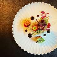 地元の食材を中心に、素材の味を活かした身体に優しいお料理でおもてなしを致します。