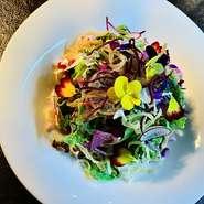 旬の野菜をたくさん使用した前菜は、ランチ限定のコースでお楽しみ頂けます。