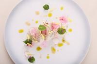 四季を彩る食材を様々な形で『函館産ホワイトアスパラガスと噴火湾産のボタン海老 バジルとライムの香り』