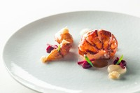 食材のよさを実感『オマール海老のロティ アメリケーヌソース ガランガ風味 カリフラワーのピューレ』
