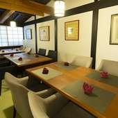 最大12名様まで対応する個室は、会社の飲み会や家族のお祝い事に