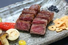 山形県、米沢牛公社より直送した良質な米沢牛を使用したステーキランチです。