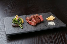 米沢牛とご一緒に、新鮮な海老の入った贅沢なコース。