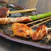 料理人が自ら選んだこだわりの食材を贅沢に使用し、自家製タレを絡めた『鍬焼き串コース』