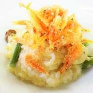 サクッと揚げた桜海老と山菜のリゾット
