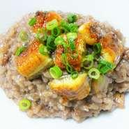 鰻の蒲焼きとポルチーニ茸の赤ワインリゾット