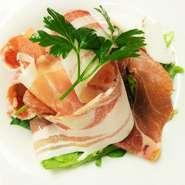イタリアのいろんなハムの盛り合わせ サラダ風
