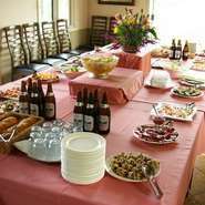 ビュッフェスタイルのパーティー