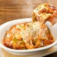 ボロネーゼパスタは、エミリア・ロマーニャ地方の伝統的料理。ボロネーゼは本場の味を再現。また、パスタはじっくり煮込んだボロネーゼソースを使ったボローニャ伝統のレシピです。