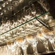 ワインは、赤20種類白10種類を取り揃えています。タスマニアのワインなど他では味わえないものも用意。リーズナブルなワインやグラスワインは気軽に楽しめます。日本酒や焼酎もあり、肉料理との相性抜群。