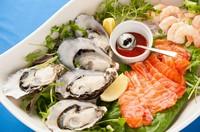 フレッシュなタスマニア産の魚介をカクテルソースで頂く『シーフードプラッター』