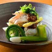 手間暇かけて味を含ませていく『春野菜、ホッキ貝、タコの梅肉和え』