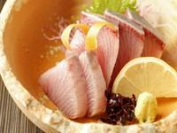 『佐渡ズワイ蟹』『能登ふぐ』『能登鴨』『直送 新鮮鮮魚の豪華3種盛り』など、贅沢豪華!満足間違いなし!