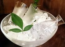 夏は冷酒もご用意。グラスで爽やかに。あるいは風流に升酒を。
