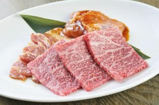 A4ランクの黒毛和牛を贅沢に食べ比べ『特選盛り3種』