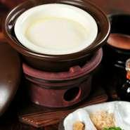 2~3人前 539円/4~5人前 979円  山梨のこだわりのある豆腐屋さんから仕入れた豆乳と、国内産のにがりで仕上げました。お好みの薬味で、なめらかでコクのある味わいを堪能できます。