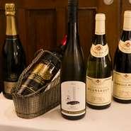 ワインはフランスを中心にニューワールドや国産なども含めた約250種を用意。クラシカルな料理が多いため、ソースの味を引き立てる熟成感のあるワインが豊富に揃っています。