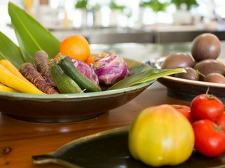 島野菜と地元産の肉魚の旨みをさらに引き出す